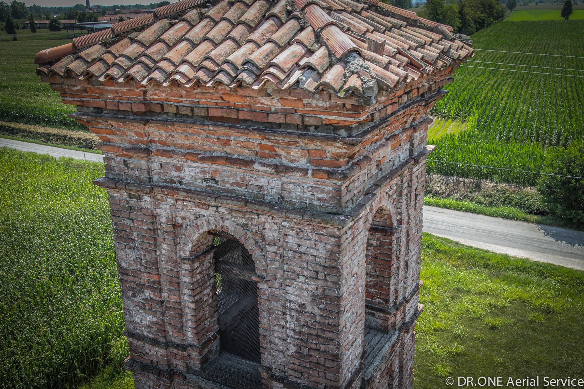 drone campanile chiesa ispezioni fotografie